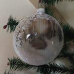Bijzondere glazen bal met een eekhoorn in de sneeuw