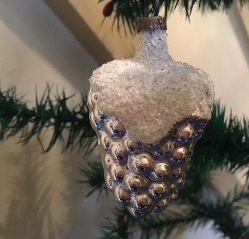 Antieke zilveren vrucht, een druif een kerstbal uit begin 1900