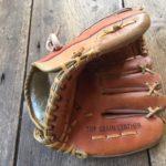 Brocante lederen baseball of honkbal handschoen