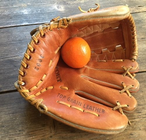Brocante lederen baseball of honkbal handschoen