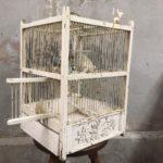 Antieke Franse vogelkooi van hout en metaal begin 1900