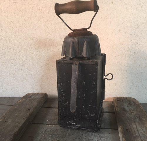 Antieke, brocante zinken seinlamp met kaars