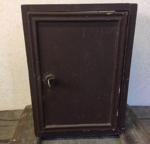 Vintage brocante bruin houten (medicijn) kastje voor badkamer of W.C.