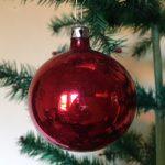 Oude antieke robijn rode kerstbal van dun geblazen glas 1e helft 1900