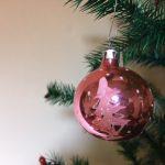 Oude pegel kerstbal van dun geblazen glas in mat roze midden 1900