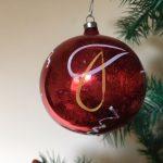 Oude retro rode kerstbal van dun geblazen glas uit de fifty's