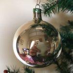 Oude kerstbal in zilver van dun geblazen glas jaren 1950