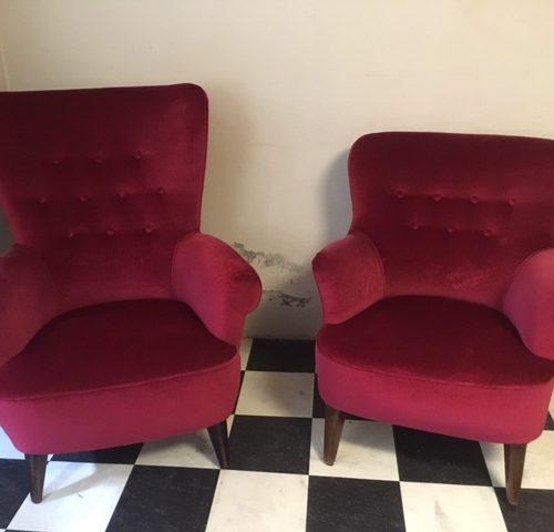 Voor Artifort ontwerp Theo Ruth een dames fauteuil in donkerrood jaren 1950