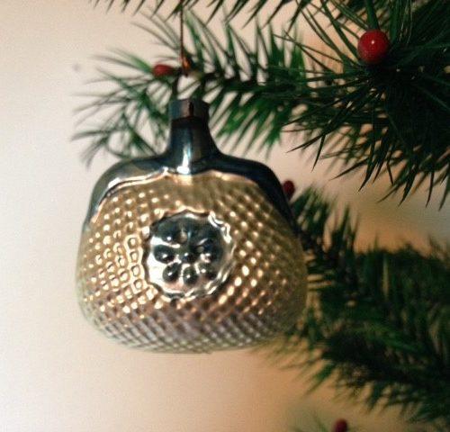 Antieke kerstbal een beursje van vliesdun geblazen glas begin 1900
