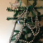 Kerst ketting of slinger antiek van glas uit de eerste helft van 1900 en lang 250 cm.