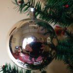 Oude antieke ronde zilveren kerstbal van dun geblazen glas 1e helft 1900