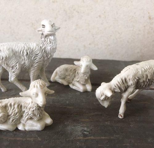 4 oude antieke early plastic Kerst schapen 1950-1960