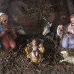 Oude vintage Kerststal met 10 early plastic figuren uit de jaren 1950-1960