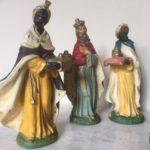 Antieke oude kerstgroep met grote figuren van papier mache 1e kwart 1900