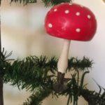 Antieke paddenstoel met bijzondere grote hoed van dun geblazen glas op veer van rond 1900