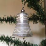 Antieke kerstklok van dun geblazen glas in matzilver uit het 1e kwart 1900