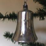 Oude antieke kerstklok van dun glanzend zilver glas uit de 2e helft van 1900