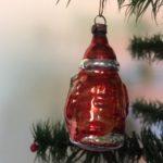 Antieke kleine kerstman van dun geblazen glas in rode jas uit 1e kwart 1900