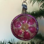 Antieke kleine deuk reflex kerstbal van vliesdun geblazen glas uit de 19e eeuw