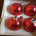 4 oude, rode kerstballen van dun geblazen glas in originele doos jaren 1970