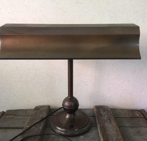Industriele koperen bureaulamp uit inboedel van de SS Rotterdam