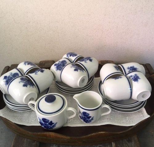 """Compleet dienblad met 12 kopjes en roomstel van Douwe Egberts """"blauw bouquet"""""""