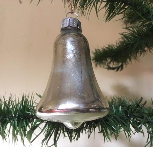 Oude kerstklok van geblazen glas in zilver 2e helft vorige eeuw