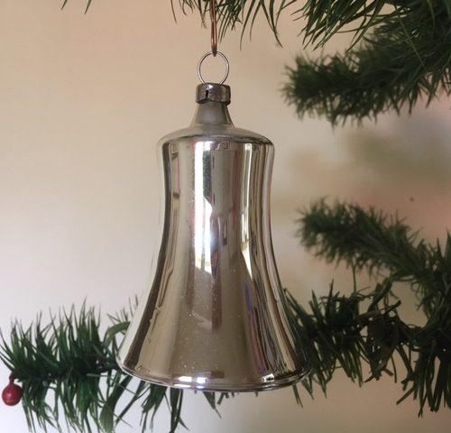 Antieke oude kerstklok van dun geblazen glas in zilver 1e kwart vorige eeuw.