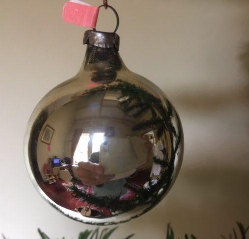 Antieke zilveren krater kerstbal van dun geblazen glas in bloemvorm (ro)