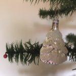 Oude antieke besneeuwde dennenboom of spar van dun geblazen glas in zilver 1e helft 1900