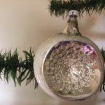 Antieke oude krater of deuk kerstbal van dun geblazen glas 1e kwart 1900