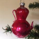 Antieke oude koffiepot van vliesdun geblazen glas in roze begin 1900