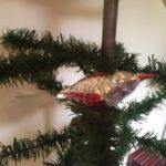 Antieke oude kerstbal een vogel van dun geblazen glas in zilver en rood 2e kwart 1900
