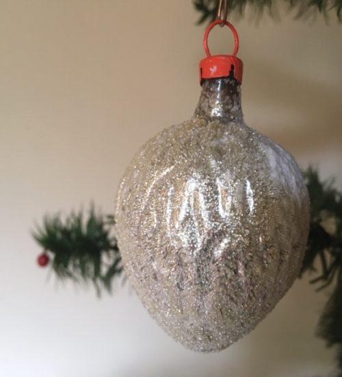 Oude antieke kerstbal een walnoot in zilver van dun geblazen glas 1e helft 1900