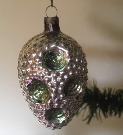 Antieke oude bijzondere kerstbal van dun geblazen glas met veel relief begin 1900