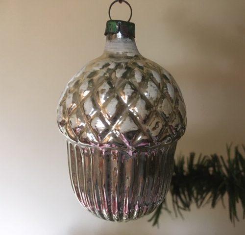 Oude antieke kerstbal een eikel van dun geblazen glas in zilver 1e helft 1900