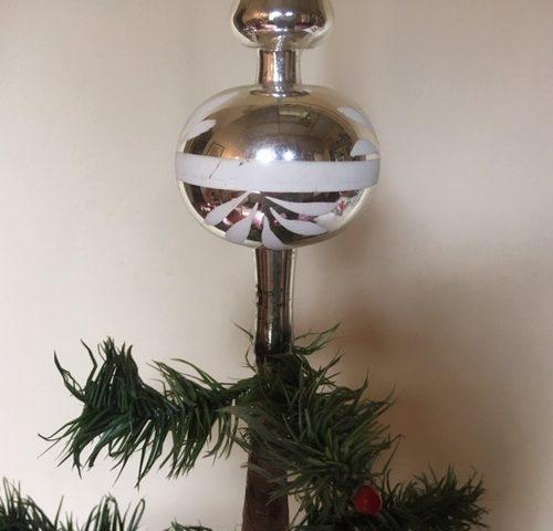 Oude antieke piek van dun geblazen glas in zilver met 1 bal jaren 1950