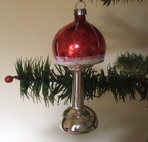 Antieke oude kerstbal een schemerlamp van dun geblazen glas in rood 1e kwart 1900