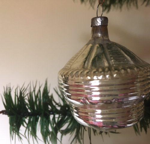 Antieke oude kerstbal een lampion van dun geblazen glas in zilver 1e kwart 1900
