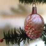Antieke kerstbal een vrucht van dun geblazen glas met prachtig patine begin 1900