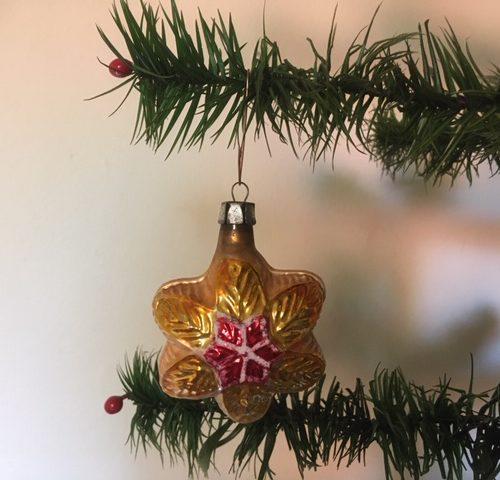 Antieke oude Kerstster van dun geblazen glas in goud en rood 1e kwart 1900