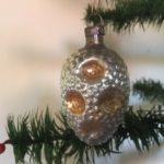 Bijzondere antieke kerstbal van dun geblazen relief glas met oud patine begin 1900