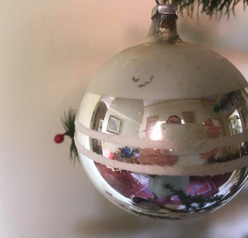 Oude kerstbal van dun geblazen glas in zilver 1e helft vorige eeuw
