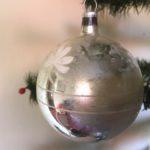Oude antieke  kerstbal van dun geblazen glas in zilver 1e helft 1900