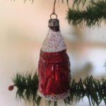 Antieke kleine kerstman in donkerrood van dun geblazen glas rond 1900