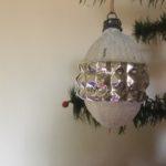 Antieke oude gestyleerde Kerst dennenappel van dun geblazen glas in zilver 1e kwart 1900