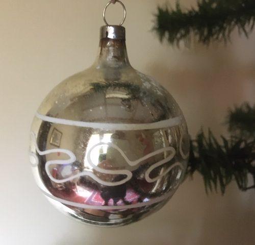 Oude antieke kerstbal van dun geblazen glas in zilver midden 1900