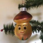 Oude antieke kerstbal van dun geblazen glas een gouden paddenstoel met guitige blik 2e helft 1900