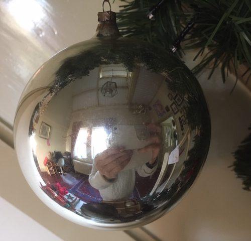 Giga grote antieke oude kerstbal van dun geblazen glas in zilver 1e helft vorige eeuw