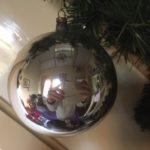 Antieke oude giga grote ronde kerstbal van dun geblazen glas in zilver(wi)